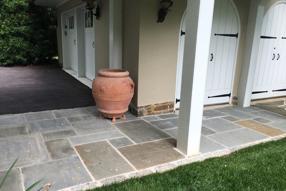 flagstone-walkway-hardscaping-landscaper.jpg
