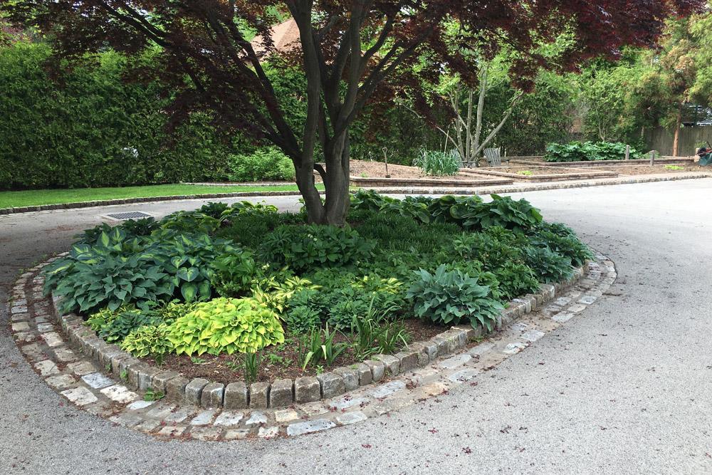 cobblestone-driveway-garden-edging-landscape.jpg