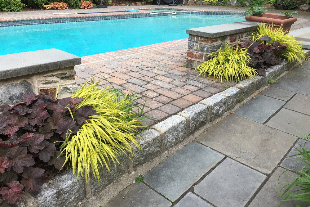 cobblestone-edge-pool-decking.jpg