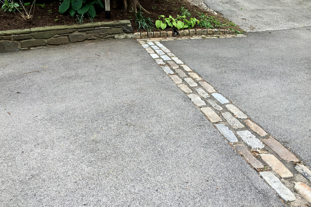 cobblestone-hardscape-landscaped-driveway.jpg