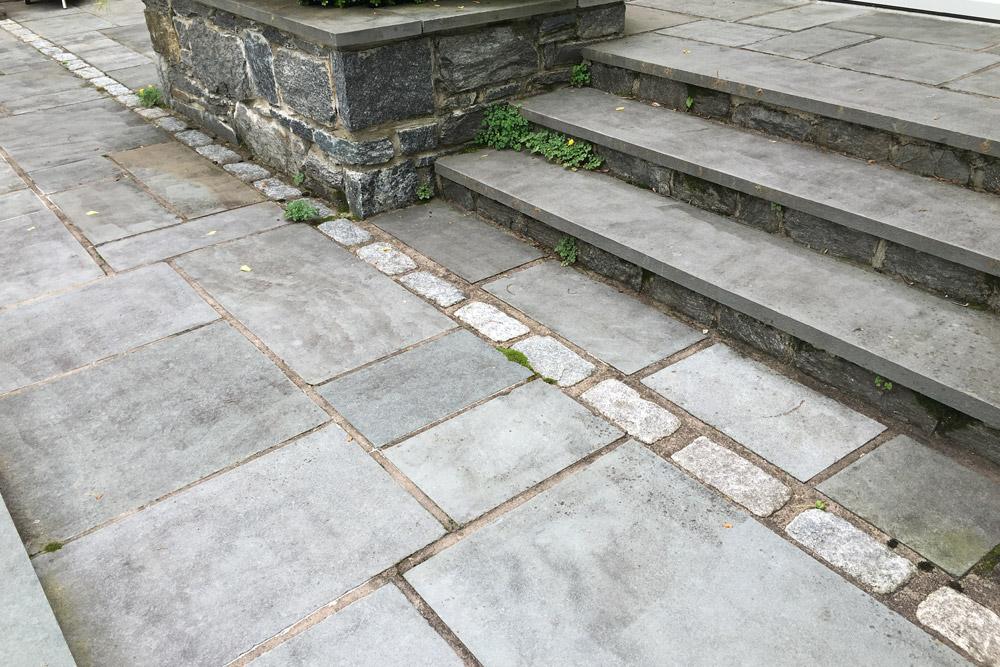 cobblestone-patio-edging-hardscaping.jpg
