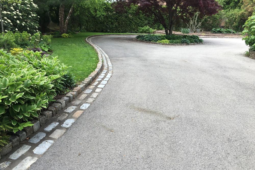 driveway-hardscape-cobblestone-edging.jpg