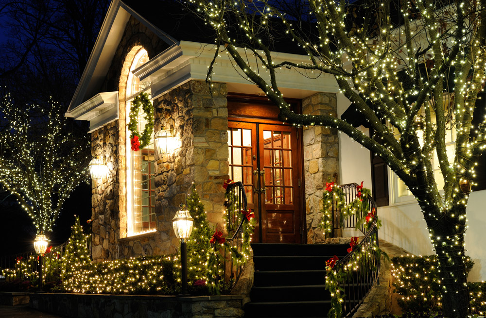 holiday-decorating-christmas-lights-philadelphia.jpg