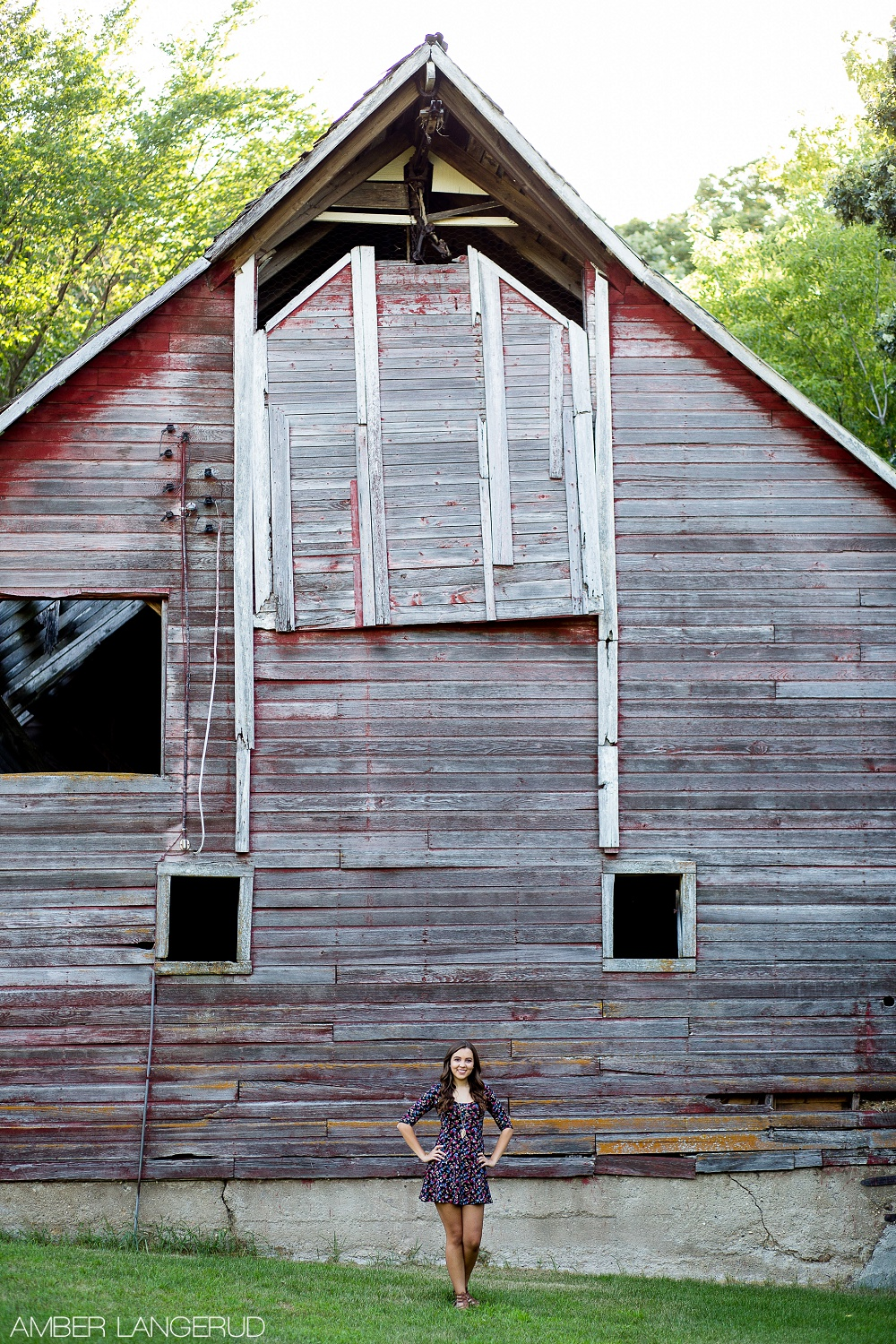 Detroit Lakes Area High School Senior Pictures at the Lake | Old Building