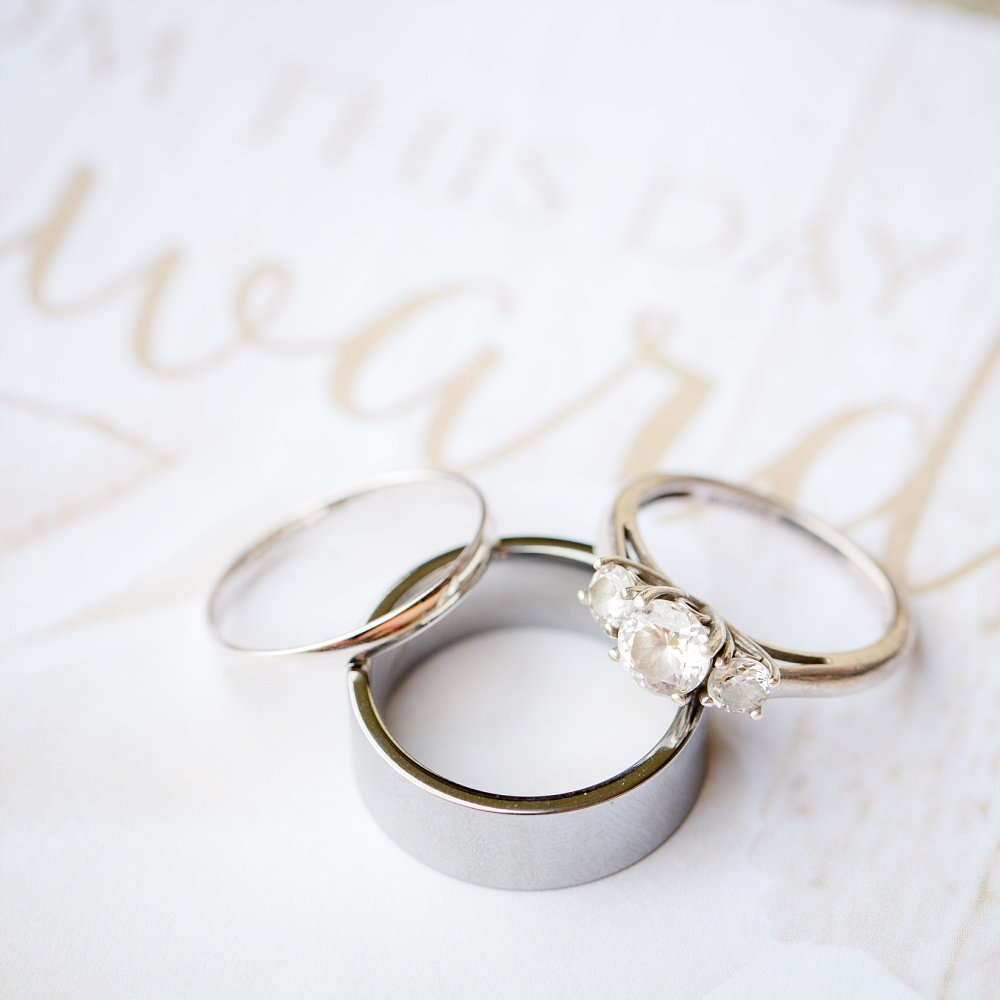 Moorhead, MN wedding | Photos at River Oaks Park | Ceremony at First Presbyterian Church | Amber Langerud Photography | The Rings!