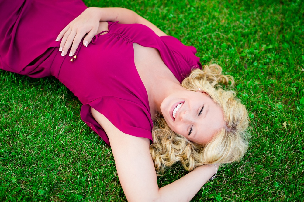 Outdoor, country and basketball styled senior pictures near Audubon, MN | Amber Langerud Photography | laying in grass laughing