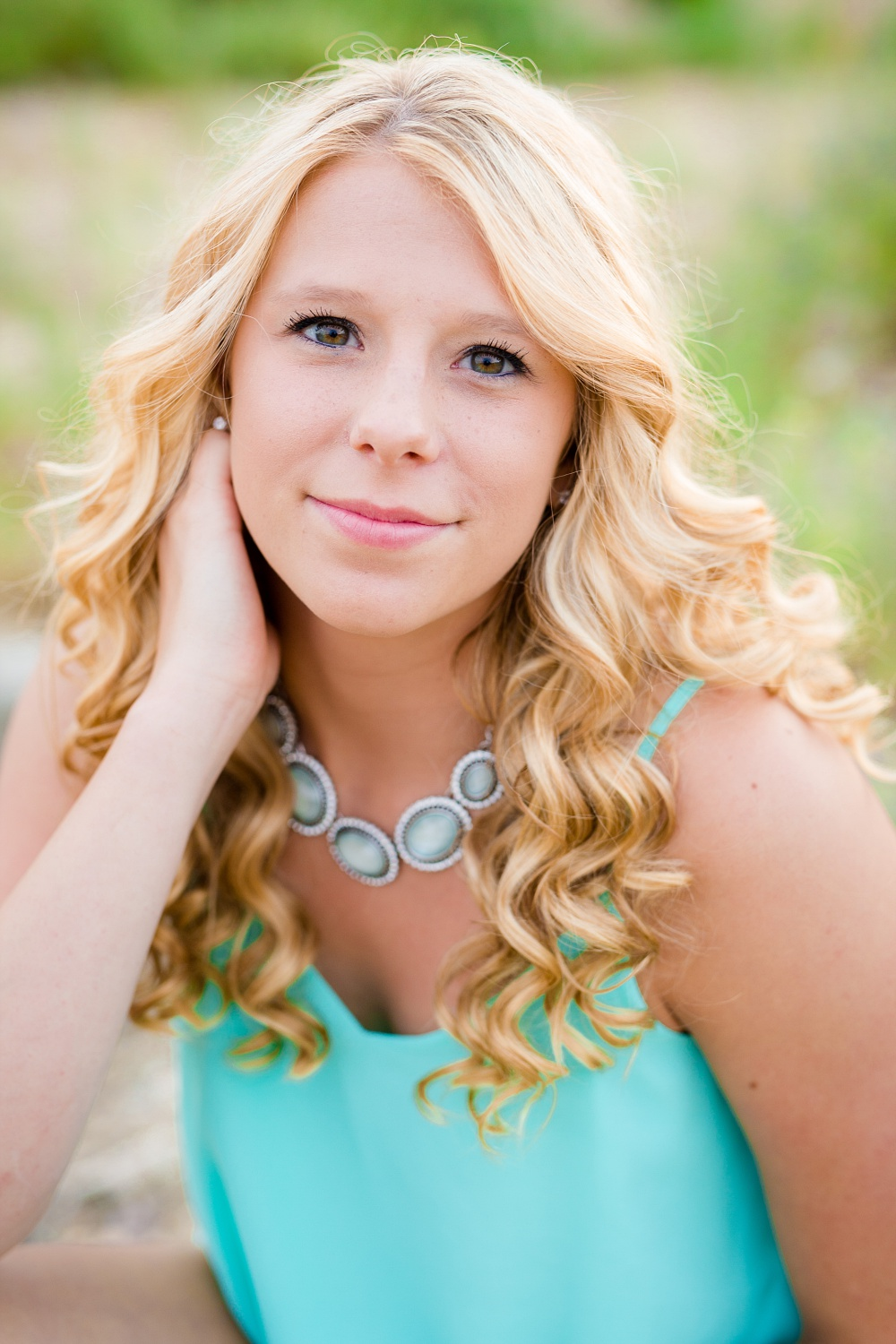 Outdoor, country and basketball styled senior pictures near Audubon, MN | Amber Langerud Photography | teal accents looking at camera