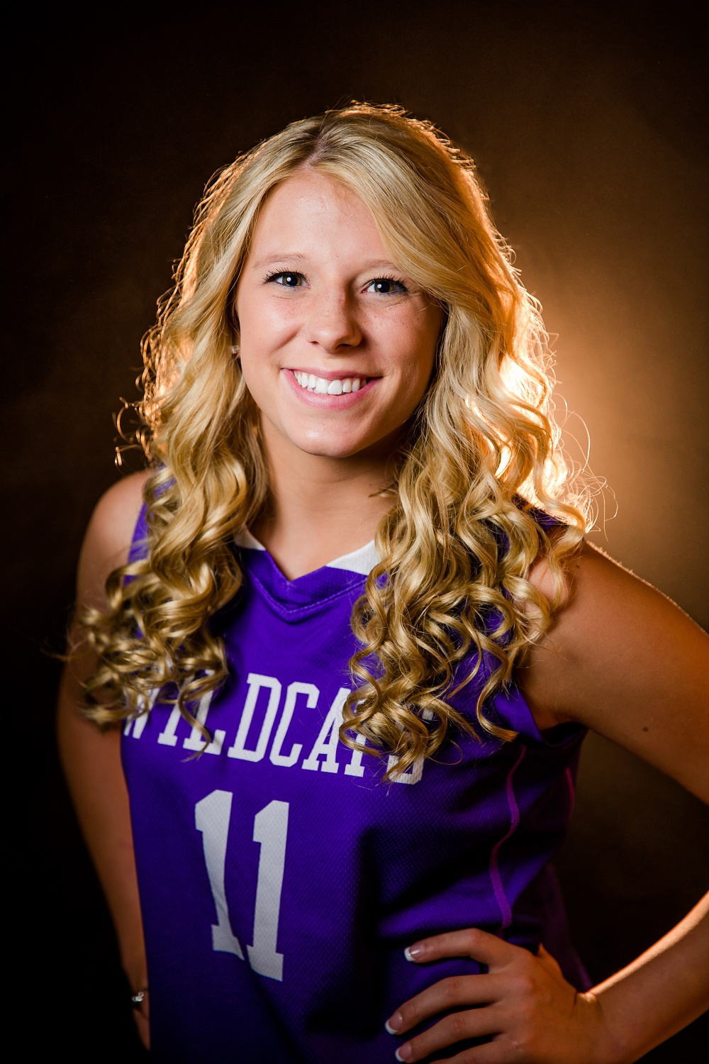 Outdoor, country and basketball styled senior pictures near Audubon, MN | Amber Langerud Photography | Goodhue Wildcats basketball, studio picture with atmosphere aerosol