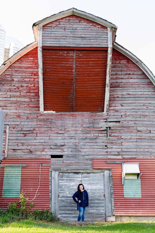 Summertime, Country Styled High School Senor Portraits near Audubon, MN | Tegan | Senior Photo with red barn