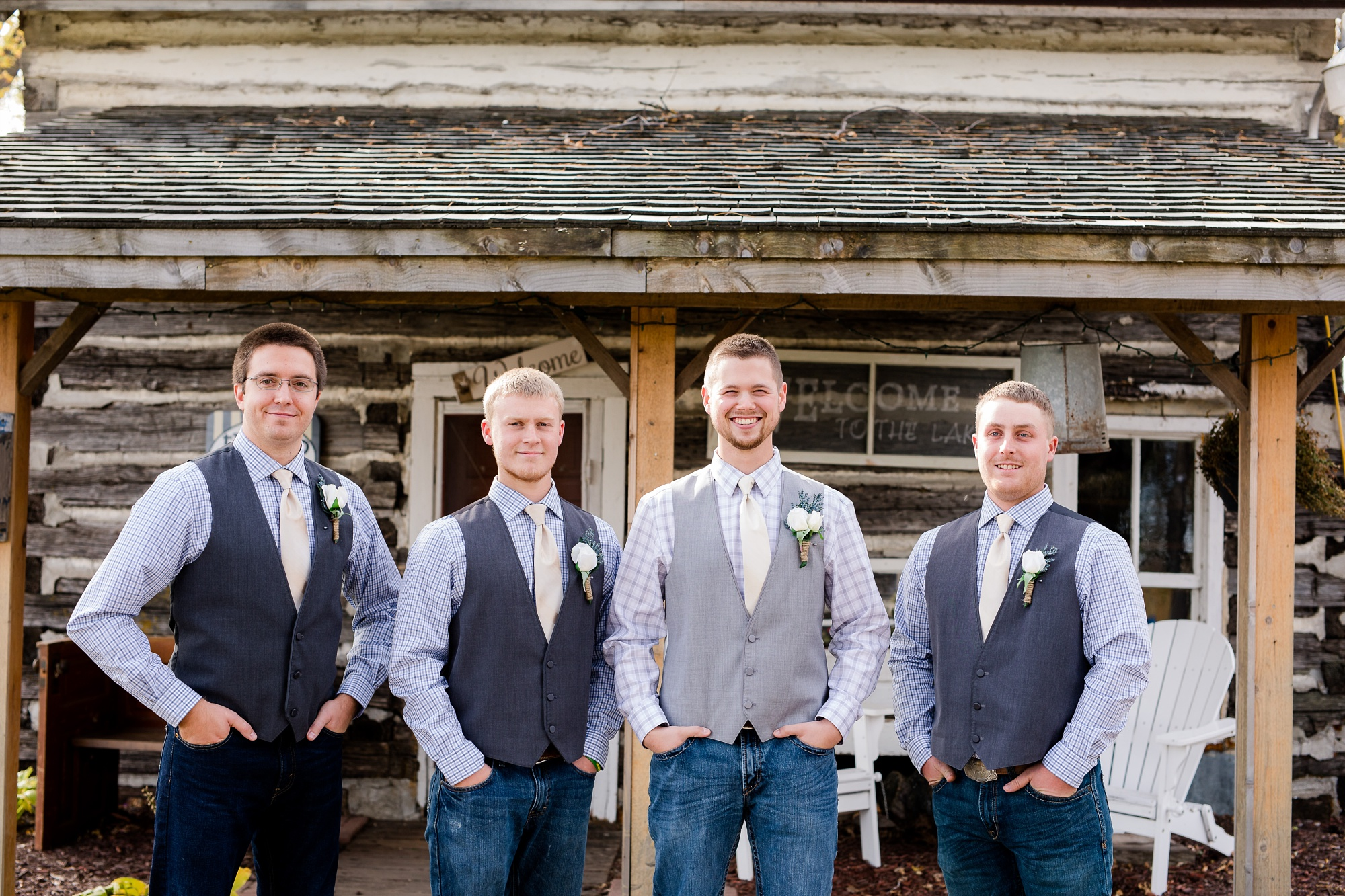 Fall, Country Styled Barn Wedding at the Barn at Dunvilla | Danielle & Jake | Photography by Amber Langerud Photography