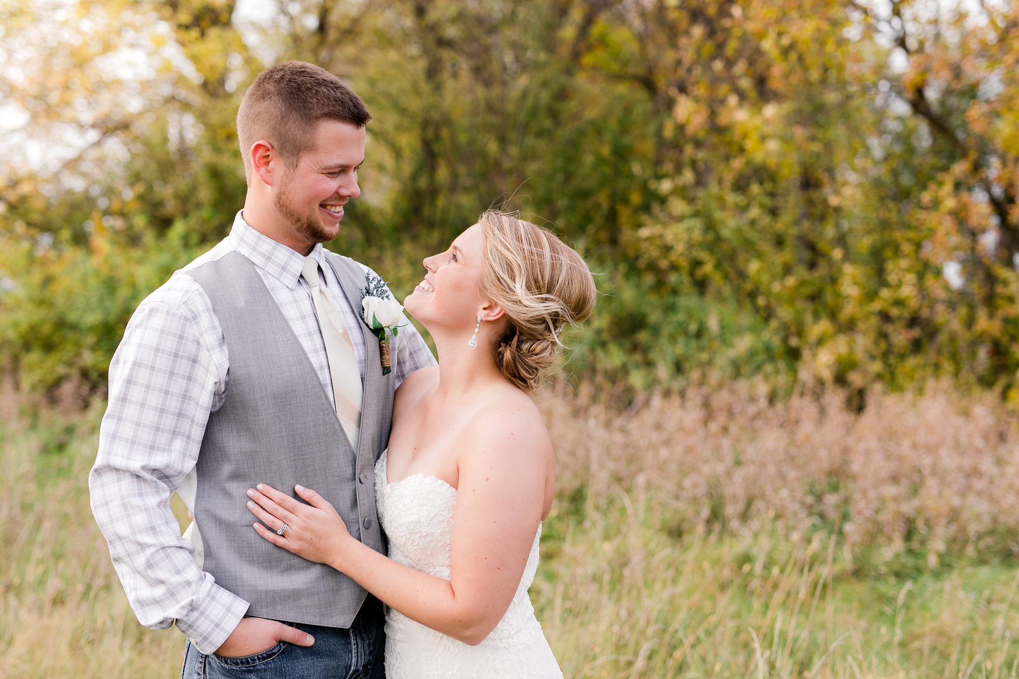 Fall, Country Styled Barn Wedding at the Barn at Dunvilla | Danielle & Jake | Photography by Amber Langerud PhotographyFall, Country Styled Barn Wedding at the Barn at Dunvilla | Danielle & Jake | Photography by Amber Langerud Photography