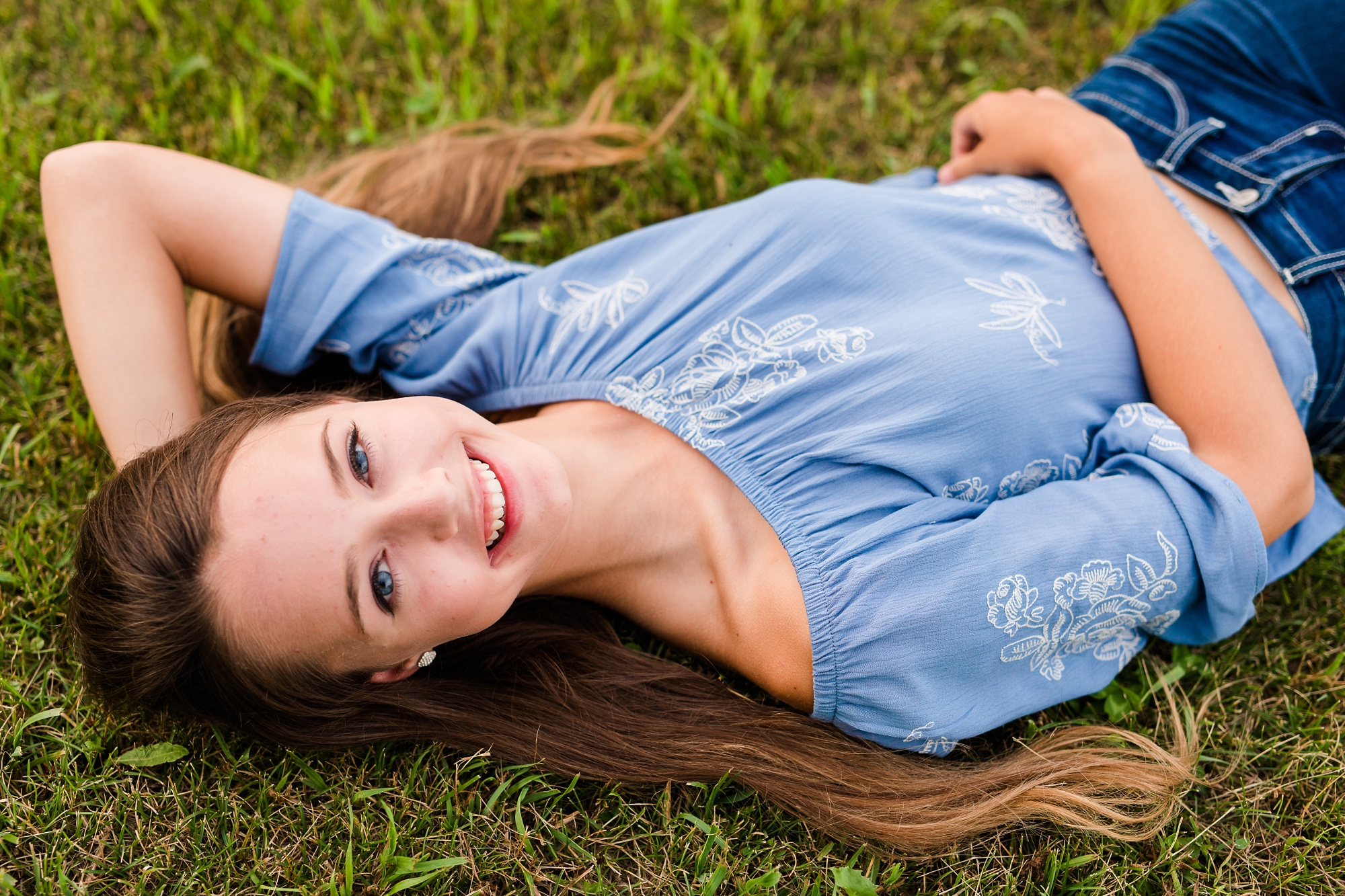 Dance and Country Styled High School Senior Session by Amber Langerud Photography near Audubon in a grassy field | Riley