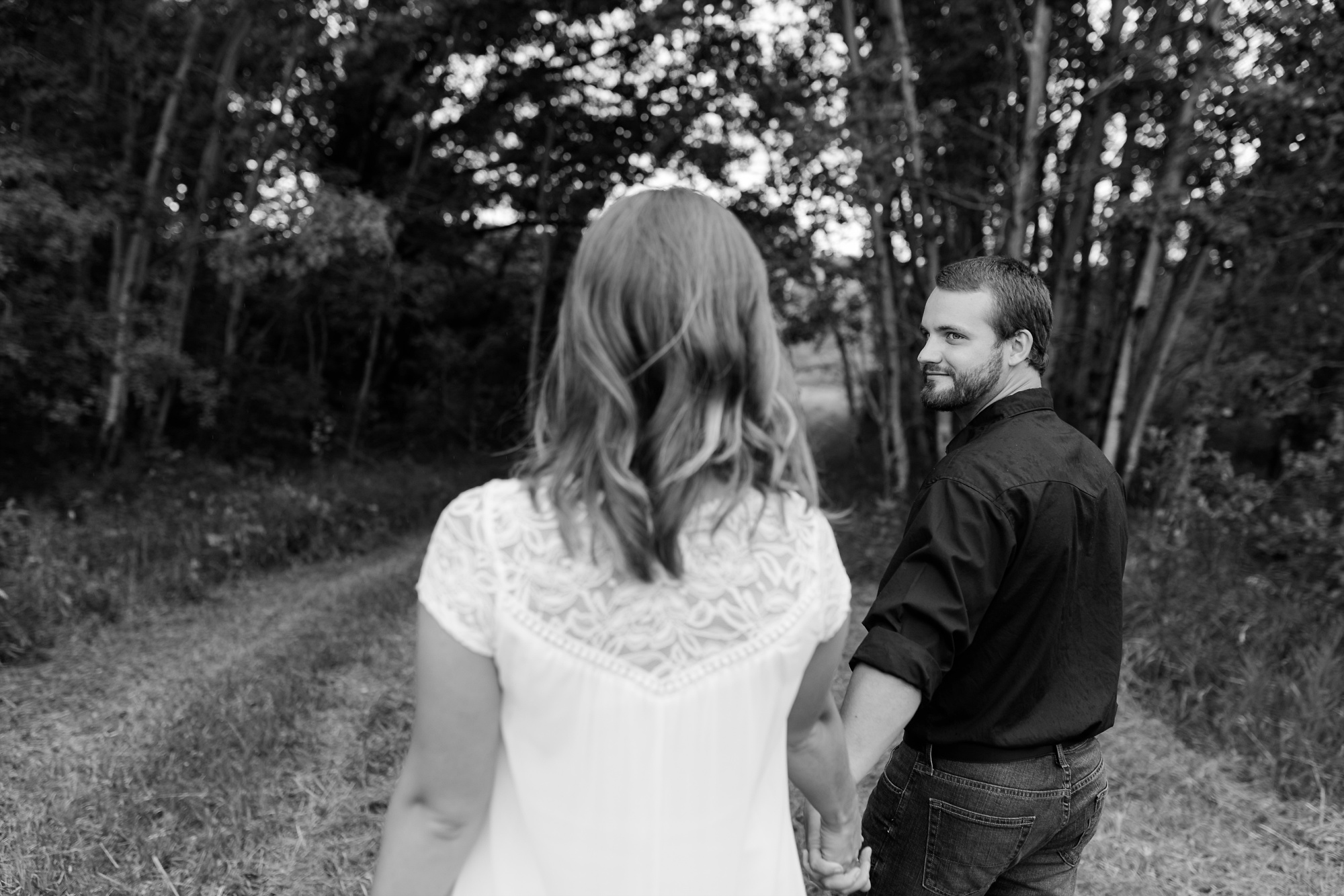 AmberLangerudPhotography_Countryside Engagement Session in Minnesota_3093.jpg