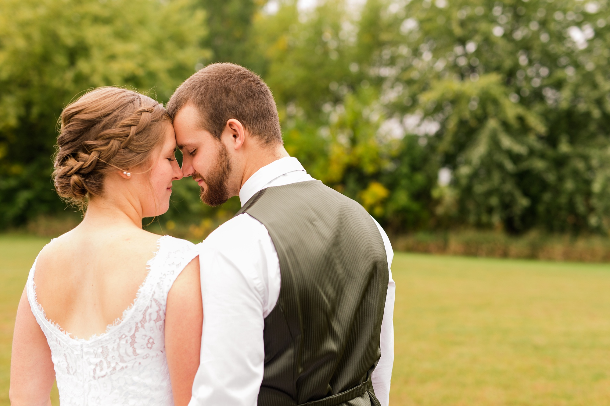 AmberLangerudPhotography_Fall, Barn At Dunvilla Wedding with outdoor ceremony_3277.jpg