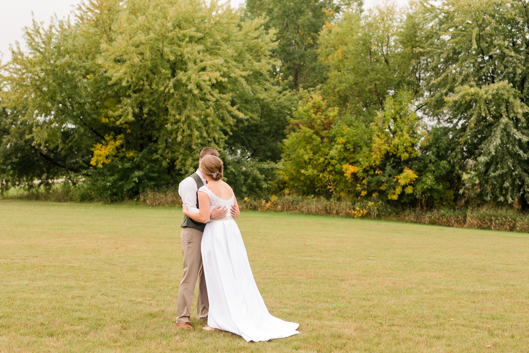 AmberLangerudPhotography_Fall, Barn At Dunvilla Wedding with outdoor ceremony_3289.jpg