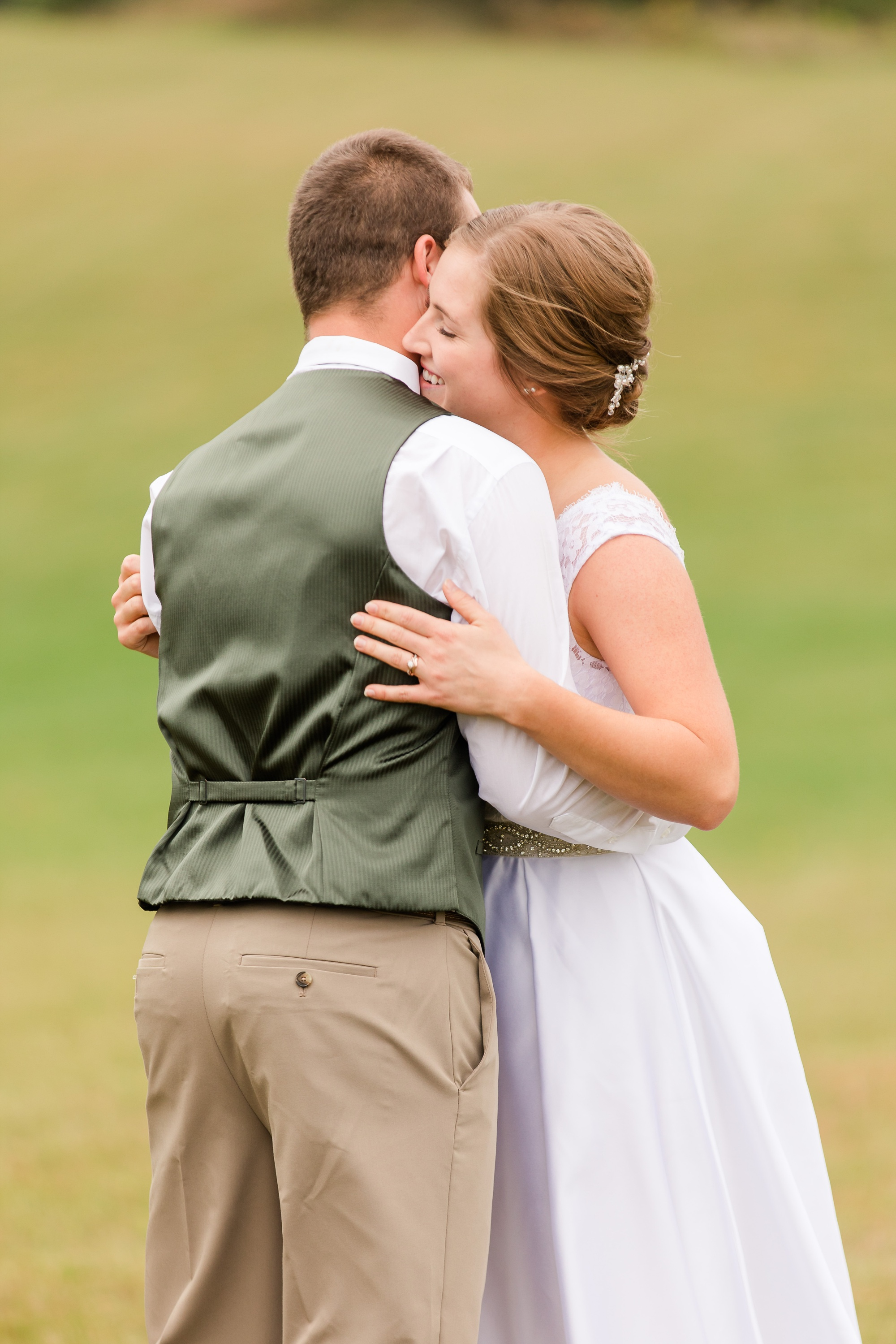 AmberLangerudPhotography_Fall, Barn At Dunvilla Wedding with outdoor ceremony_3290.jpg