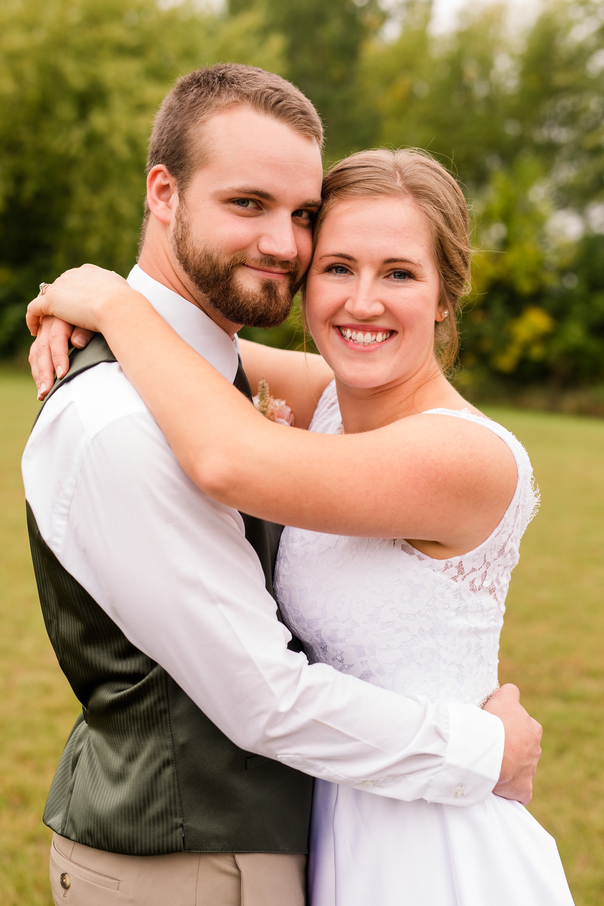 AmberLangerudPhotography_Fall, Barn At Dunvilla Wedding with outdoor ceremony_3297.jpg