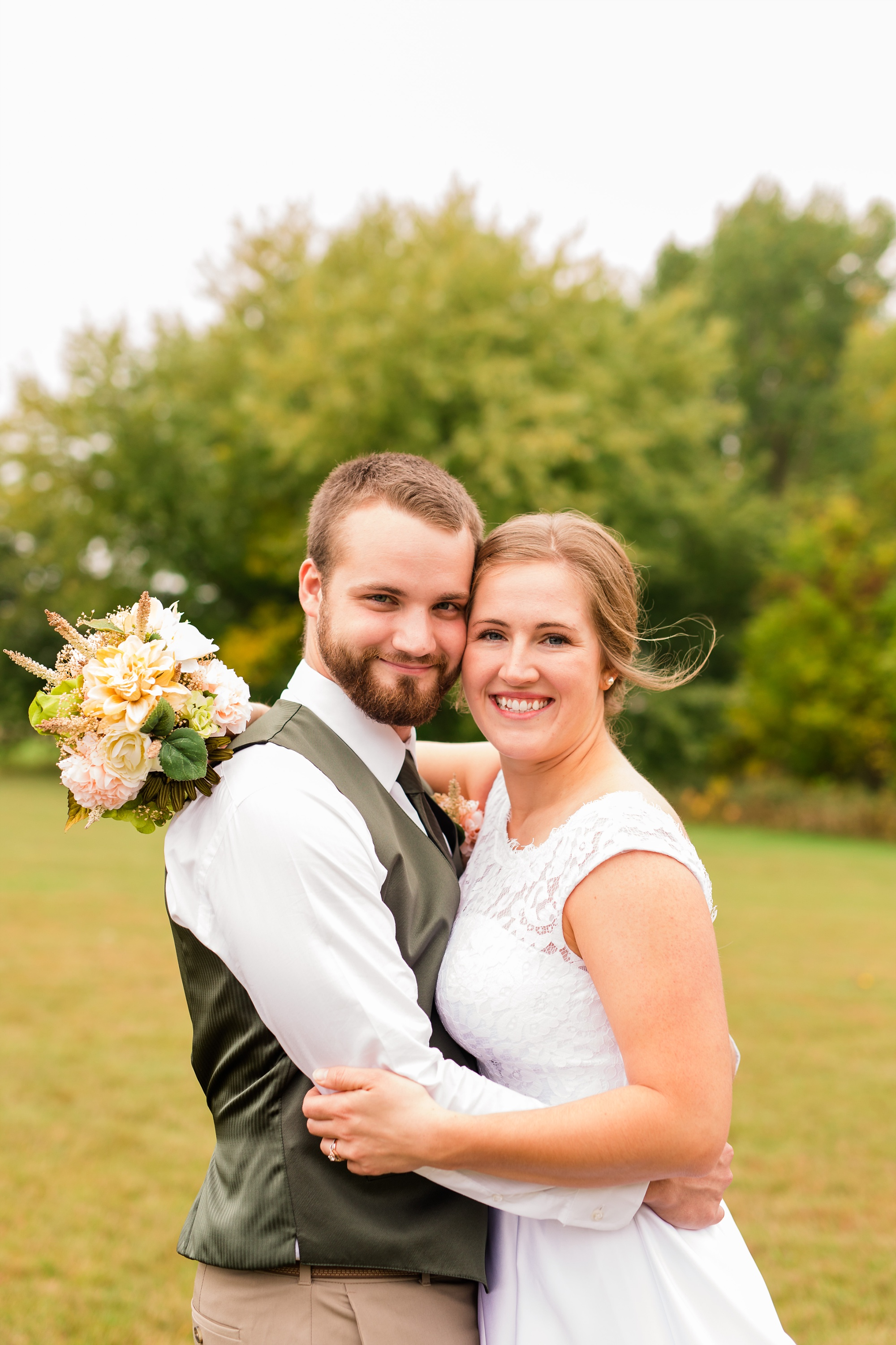 AmberLangerudPhotography_Fall, Barn At Dunvilla Wedding with outdoor ceremony_3301.jpg