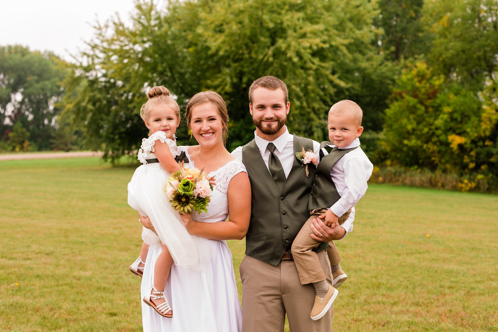 AmberLangerudPhotography_Fall, Barn At Dunvilla Wedding with outdoor ceremony_3308.jpg
