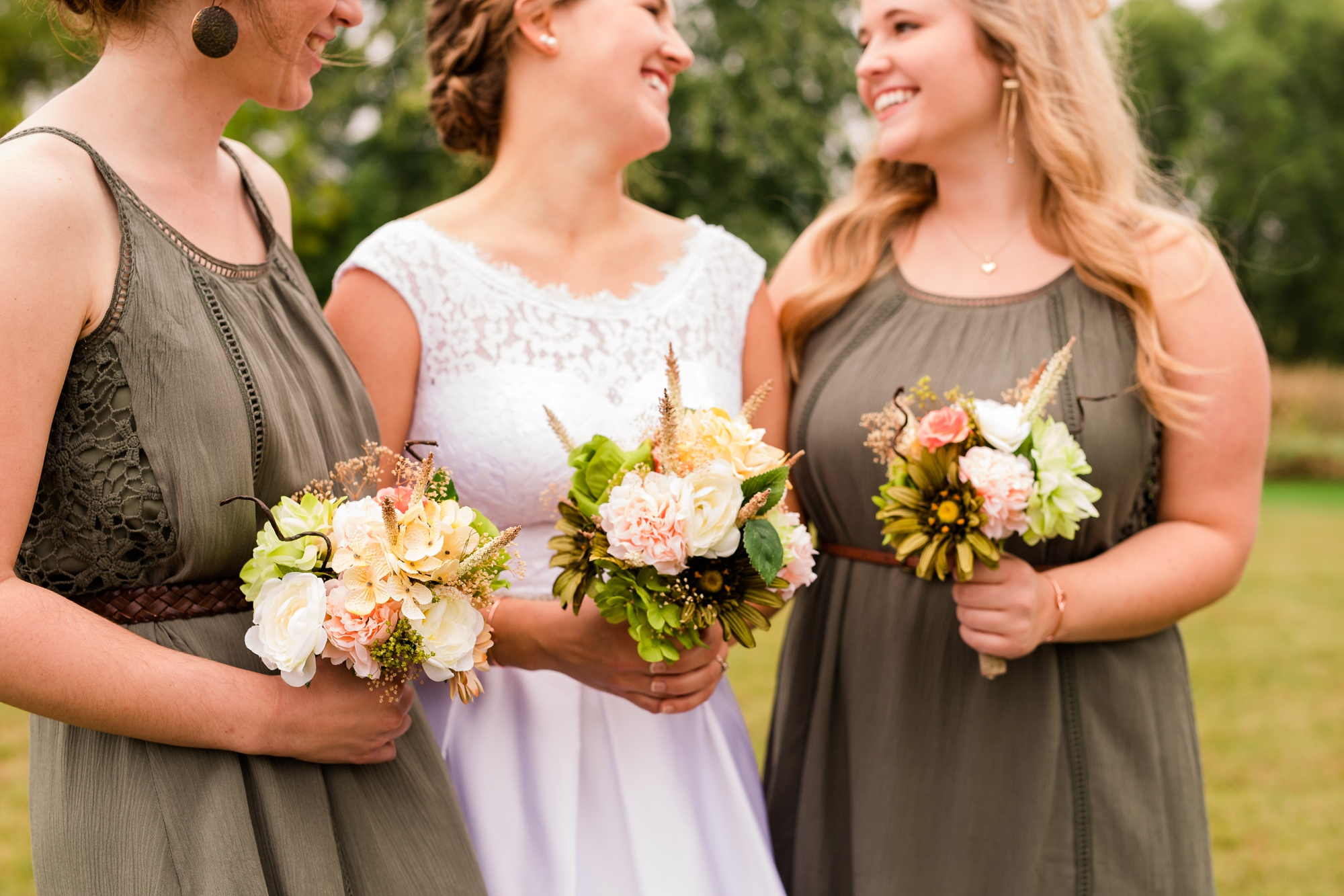 AmberLangerudPhotography_Fall, Barn At Dunvilla Wedding with outdoor ceremony_3310.jpg