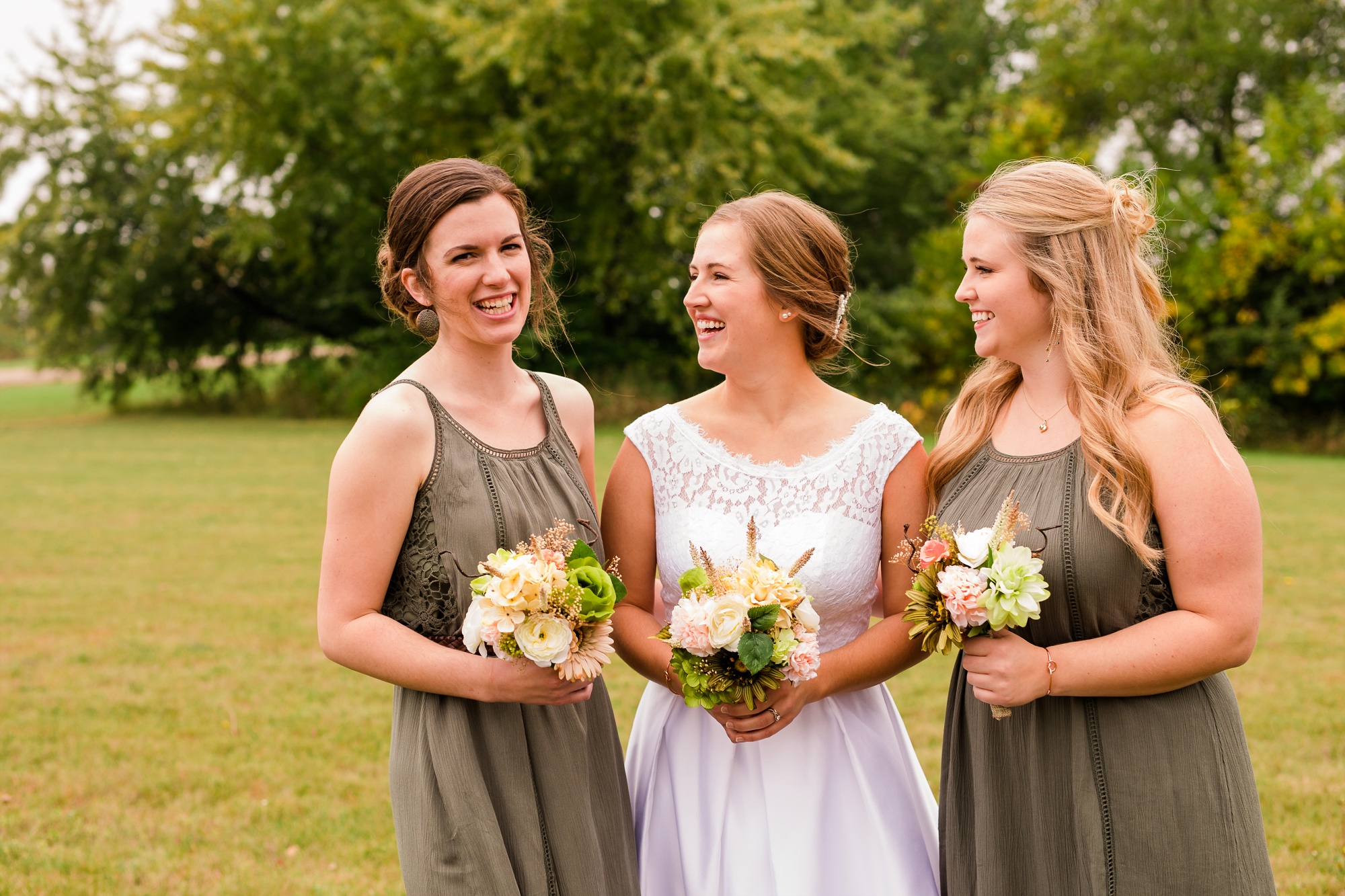 AmberLangerudPhotography_Fall, Barn At Dunvilla Wedding with outdoor ceremony_3311.jpg