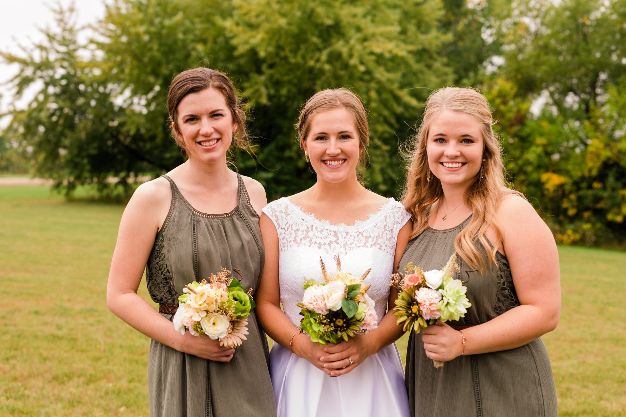 AmberLangerudPhotography_Fall, Barn At Dunvilla Wedding with outdoor ceremony_3309.jpg