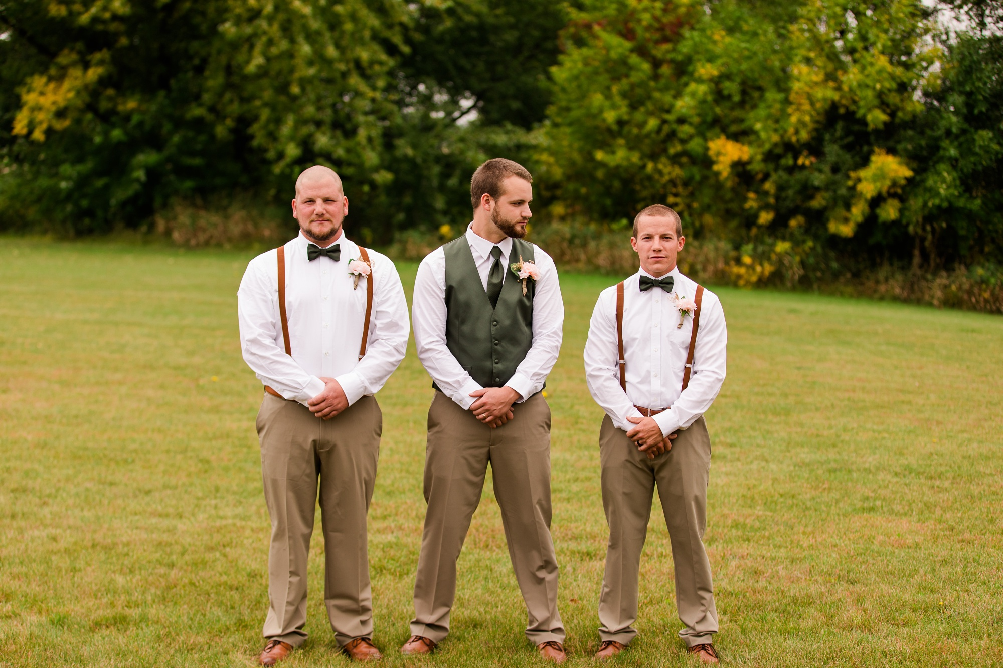 AmberLangerudPhotography_Fall, Barn At Dunvilla Wedding with outdoor ceremony_3313.jpg