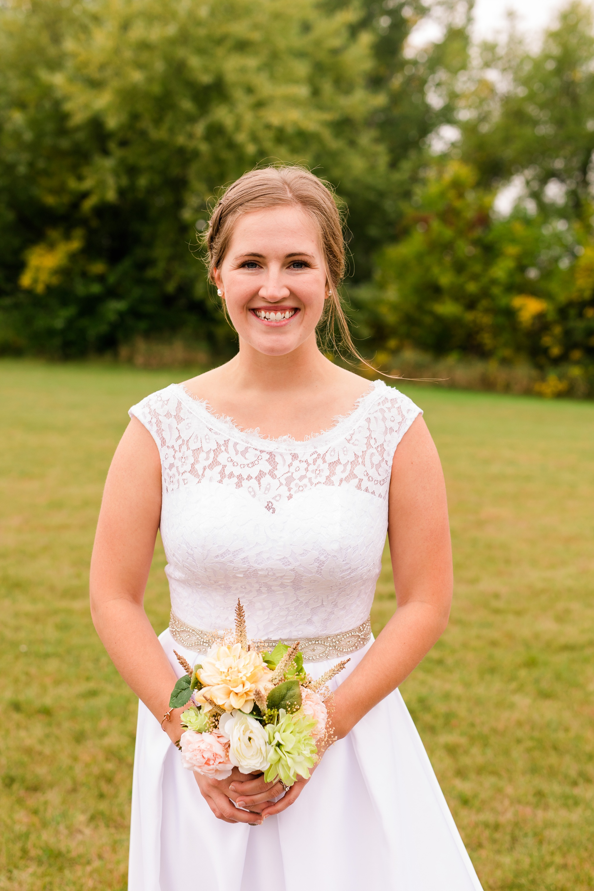 AmberLangerudPhotography_Fall, Barn At Dunvilla Wedding with outdoor ceremony_3315.jpg