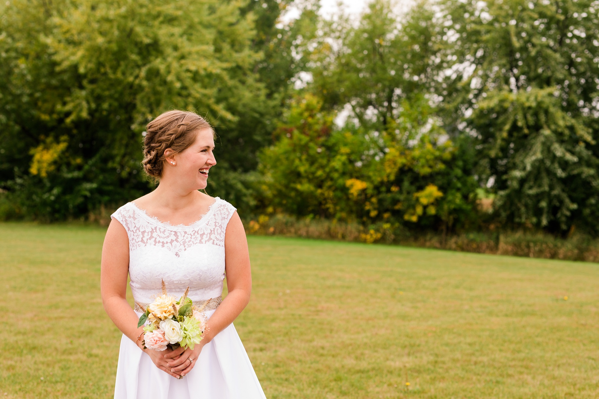 AmberLangerudPhotography_Fall, Barn At Dunvilla Wedding with outdoor ceremony_3316.jpg
