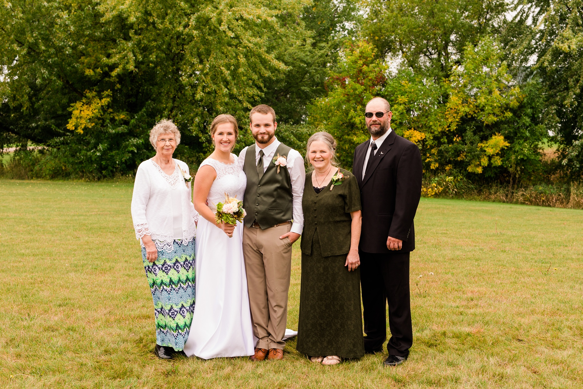 AmberLangerudPhotography_Fall, Barn At Dunvilla Wedding with outdoor ceremony_3321.jpg