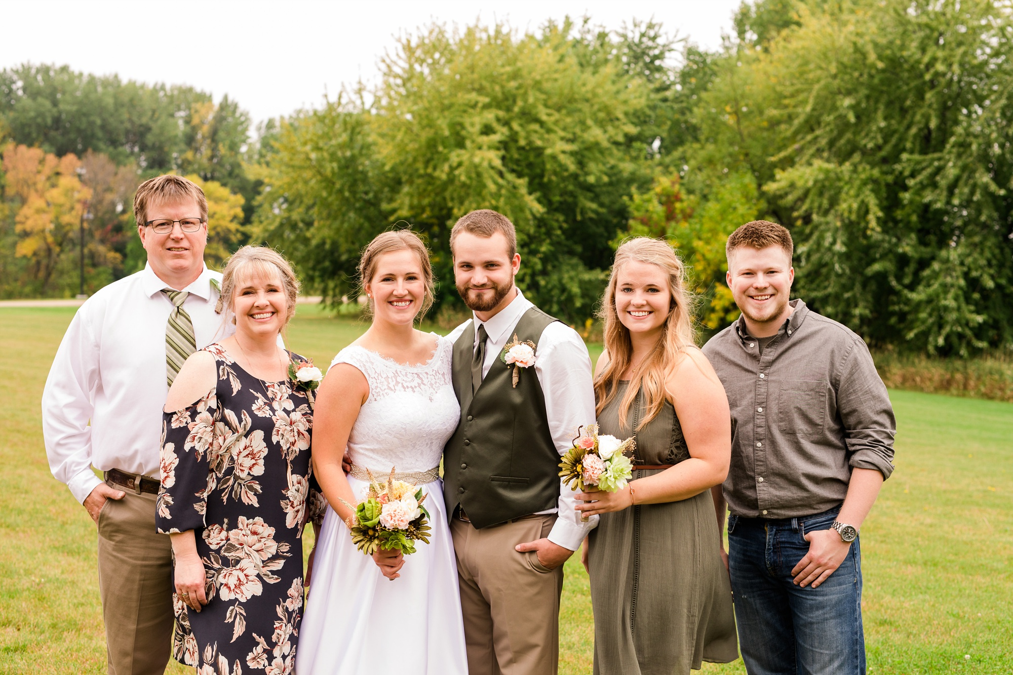 AmberLangerudPhotography_Fall, Barn At Dunvilla Wedding with outdoor ceremony_3323.jpg