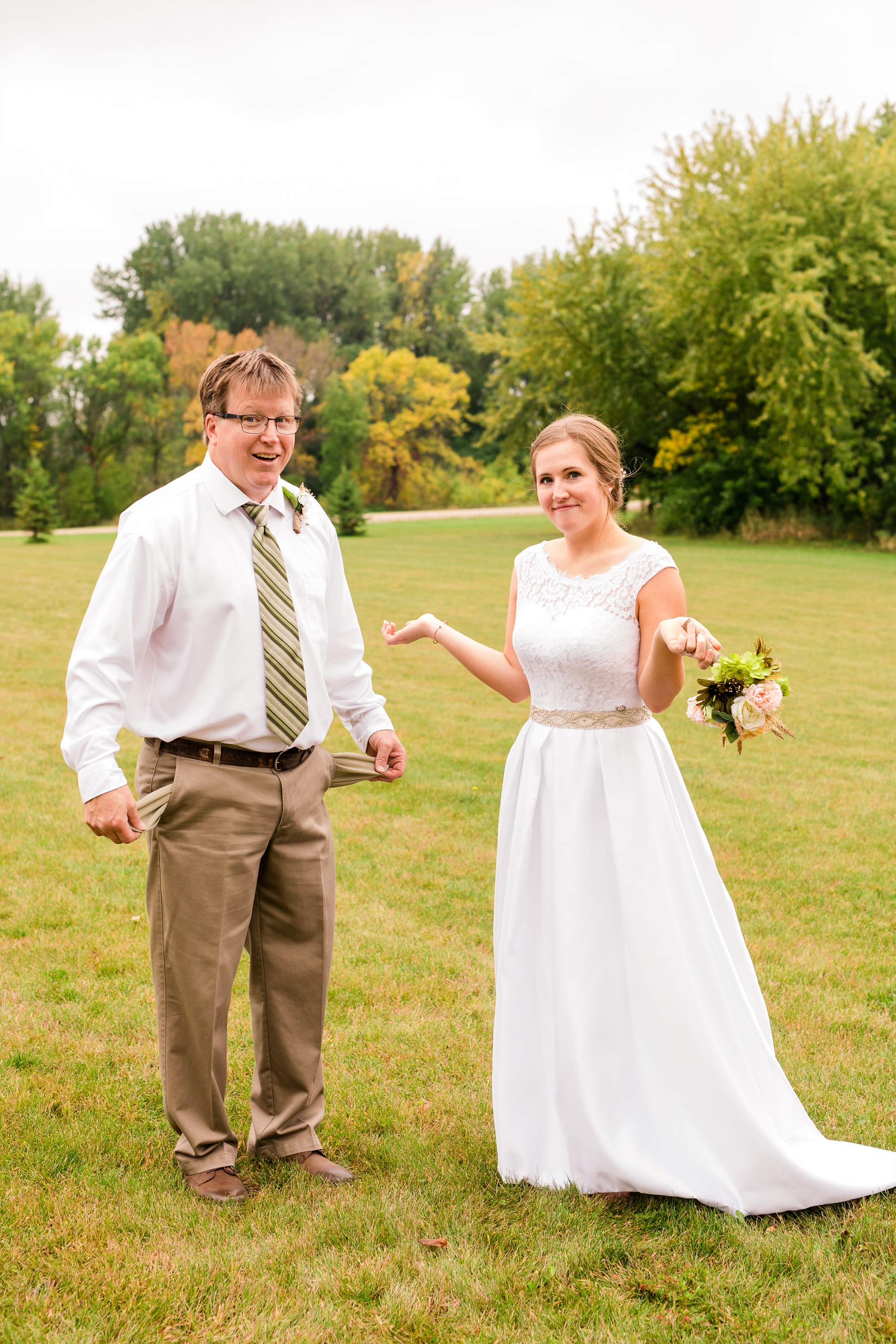AmberLangerudPhotography_Fall, Barn At Dunvilla Wedding with outdoor ceremony_3325.jpg