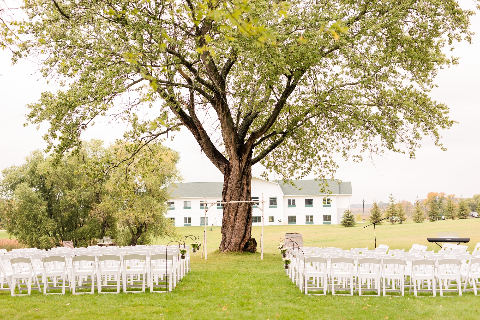 AmberLangerudPhotography_Fall, Barn At Dunvilla Wedding with outdoor ceremony_3329.jpg