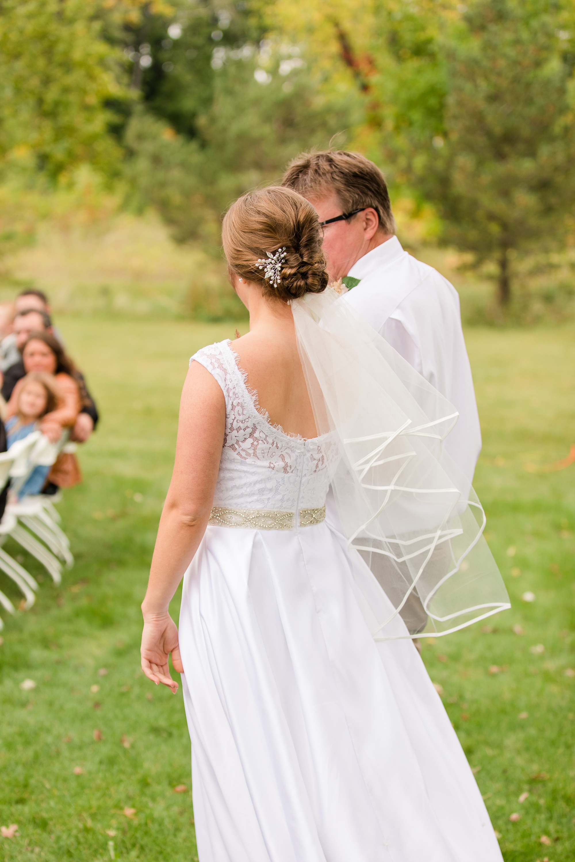 AmberLangerudPhotography_Fall, Barn At Dunvilla Wedding with outdoor ceremony_3334.jpg