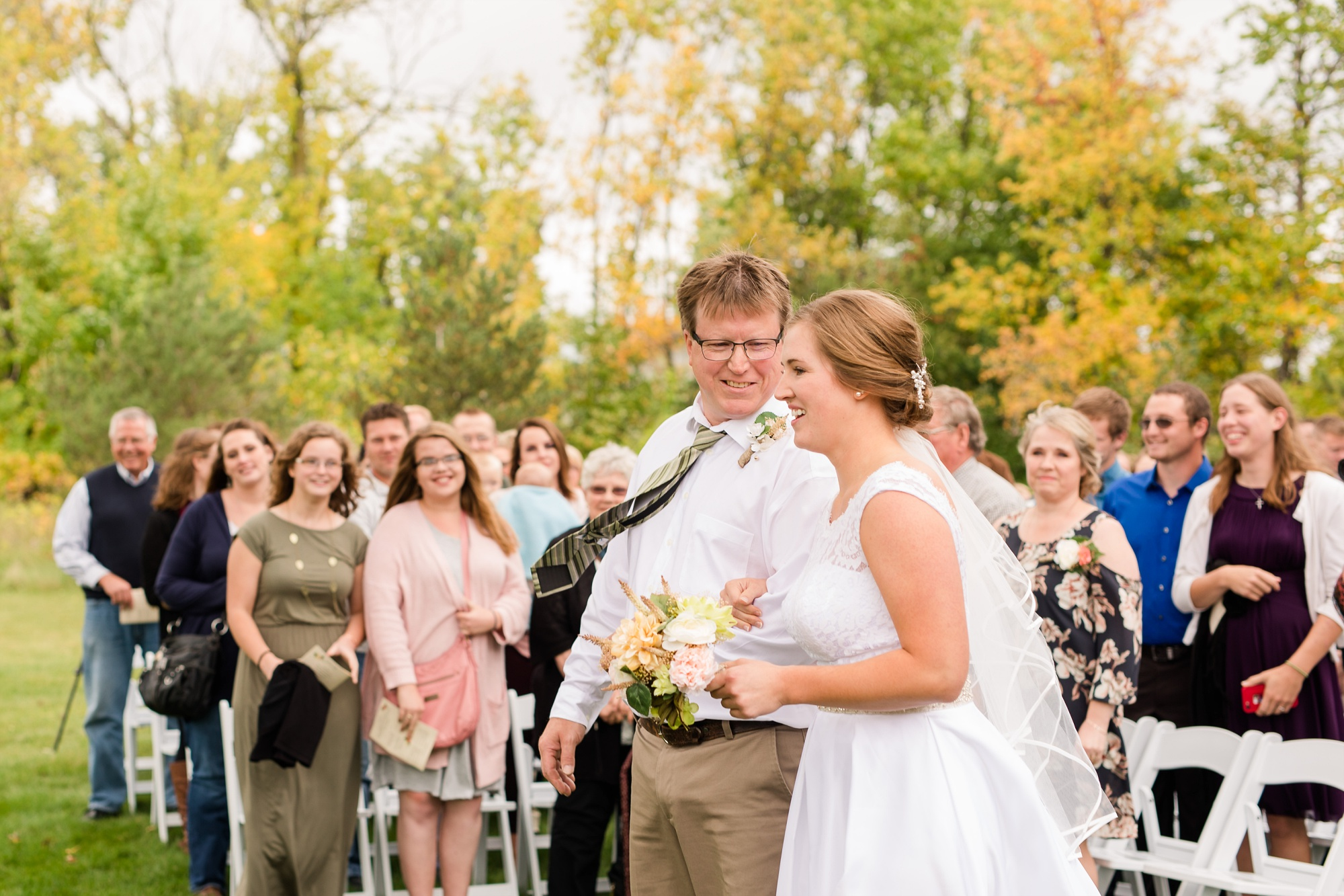 AmberLangerudPhotography_Fall, Barn At Dunvilla Wedding with outdoor ceremony_3335.jpg