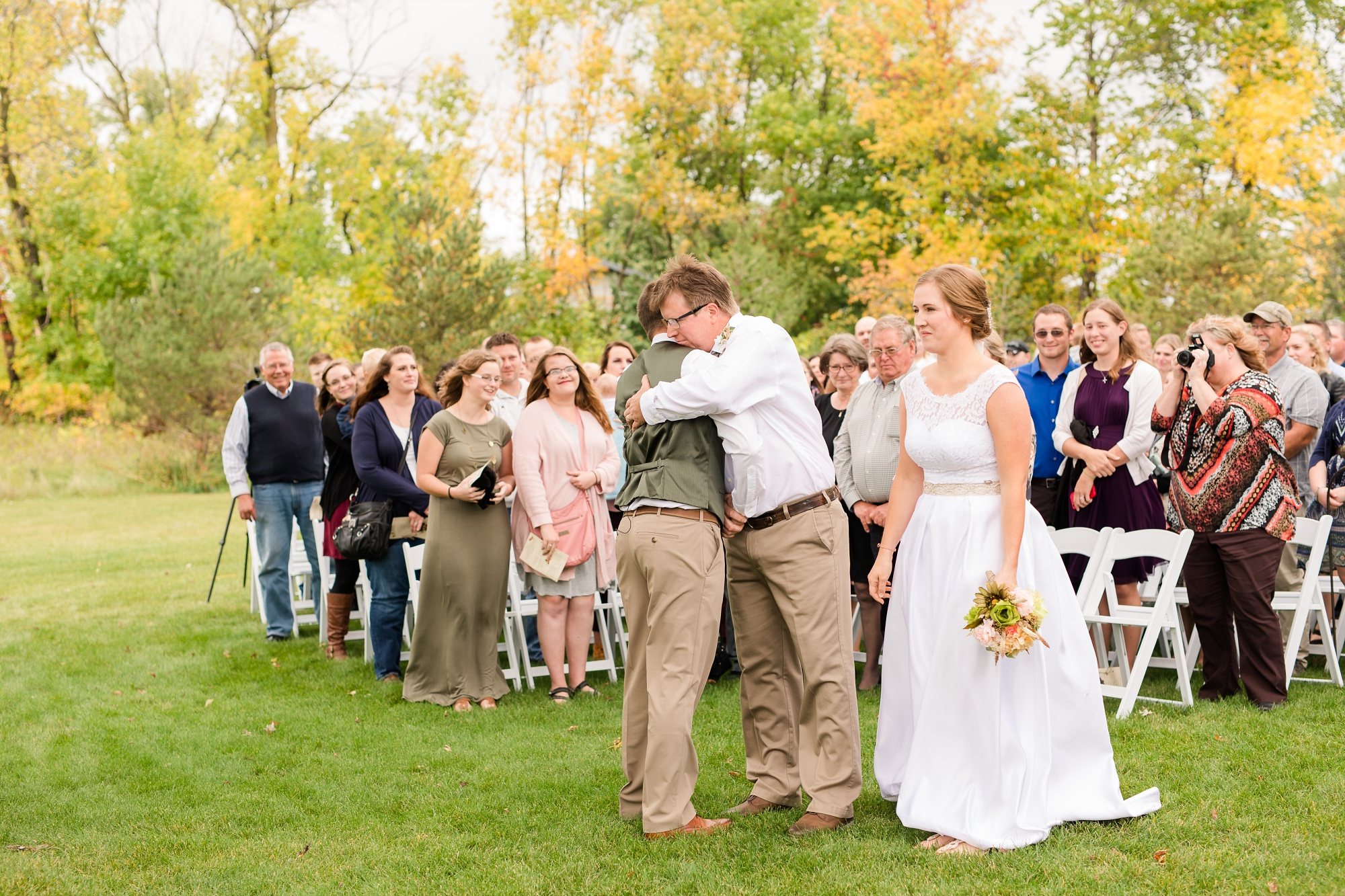 AmberLangerudPhotography_Fall, Barn At Dunvilla Wedding with outdoor ceremony_3338.jpg