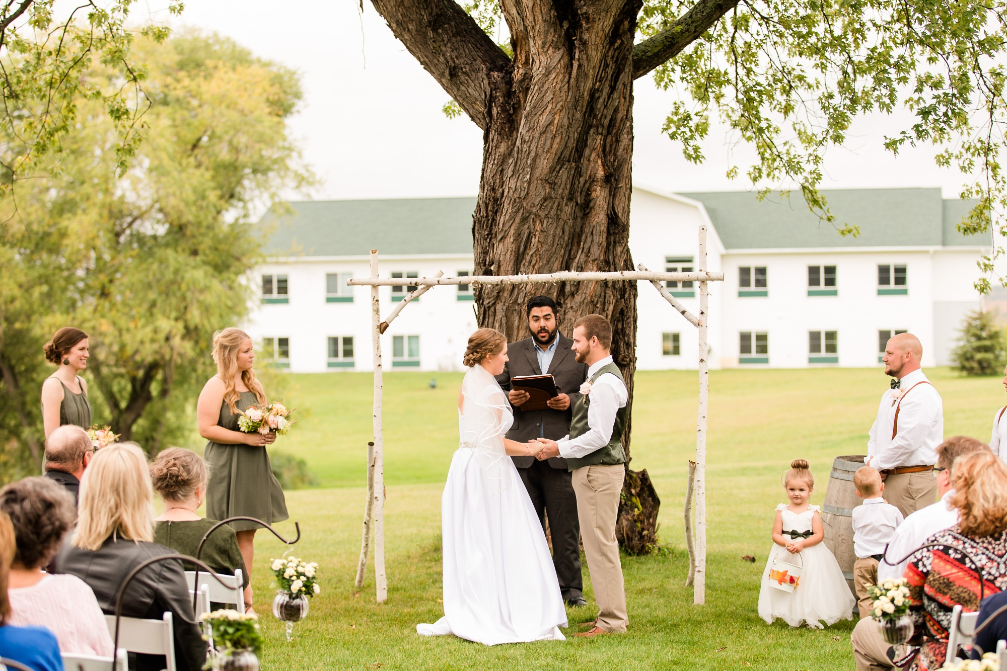 AmberLangerudPhotography_Fall, Barn At Dunvilla Wedding with outdoor ceremony_3340.jpg