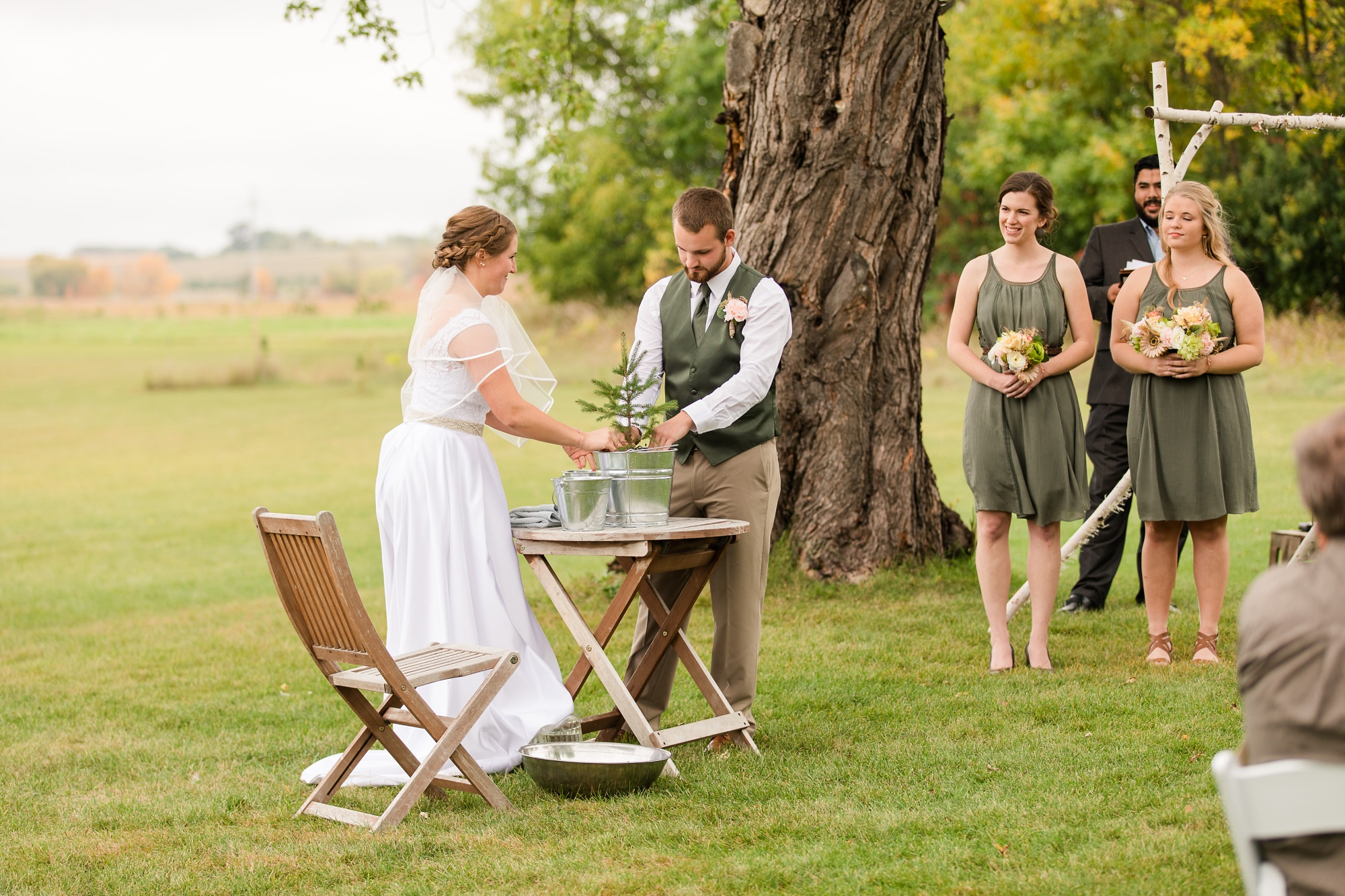 AmberLangerudPhotography_Fall, Barn At Dunvilla Wedding with outdoor ceremony_3342.jpg