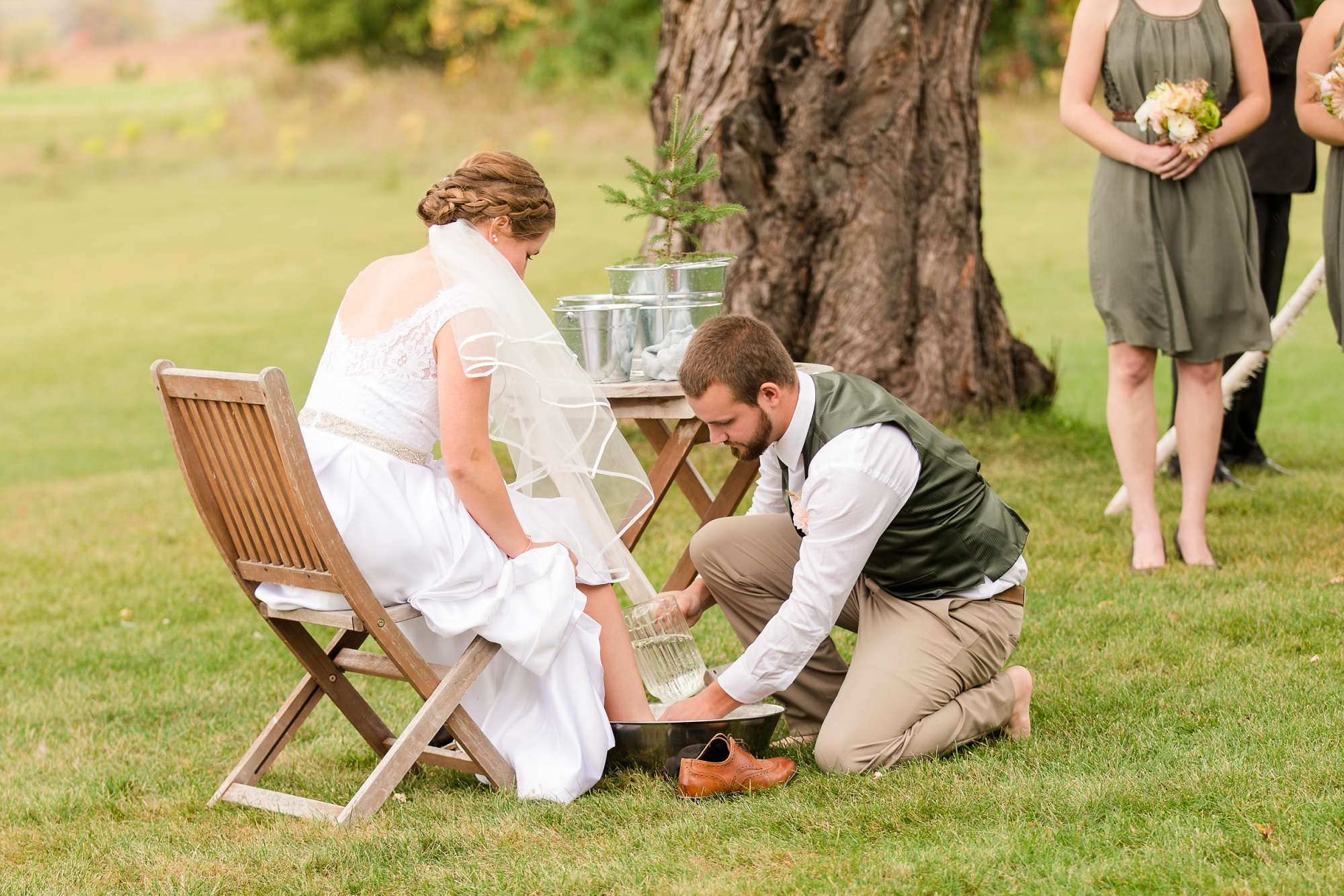 AmberLangerudPhotography_Fall, Barn At Dunvilla Wedding with outdoor ceremony_3343.jpg