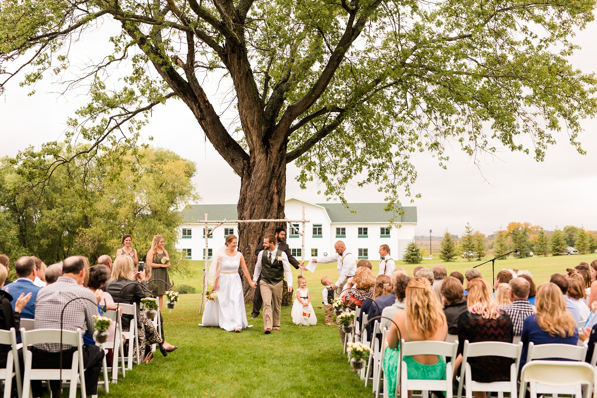 AmberLangerudPhotography_Fall, Barn At Dunvilla Wedding with outdoor ceremony_3348.jpg