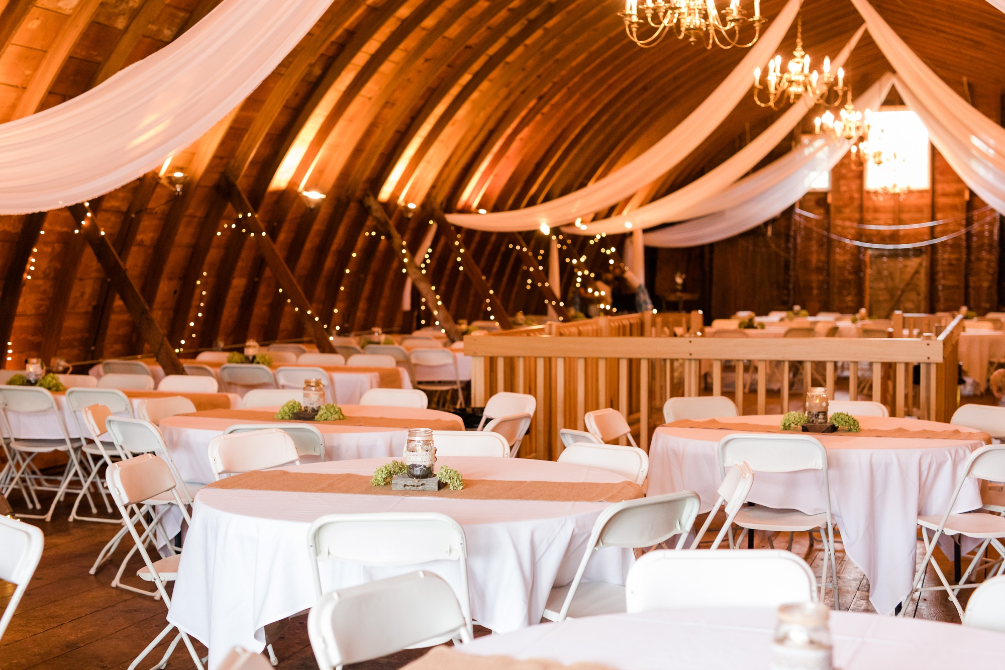 AmberLangerudPhotography_Fall, Barn At Dunvilla Wedding with outdoor ceremony_3357.jpg
