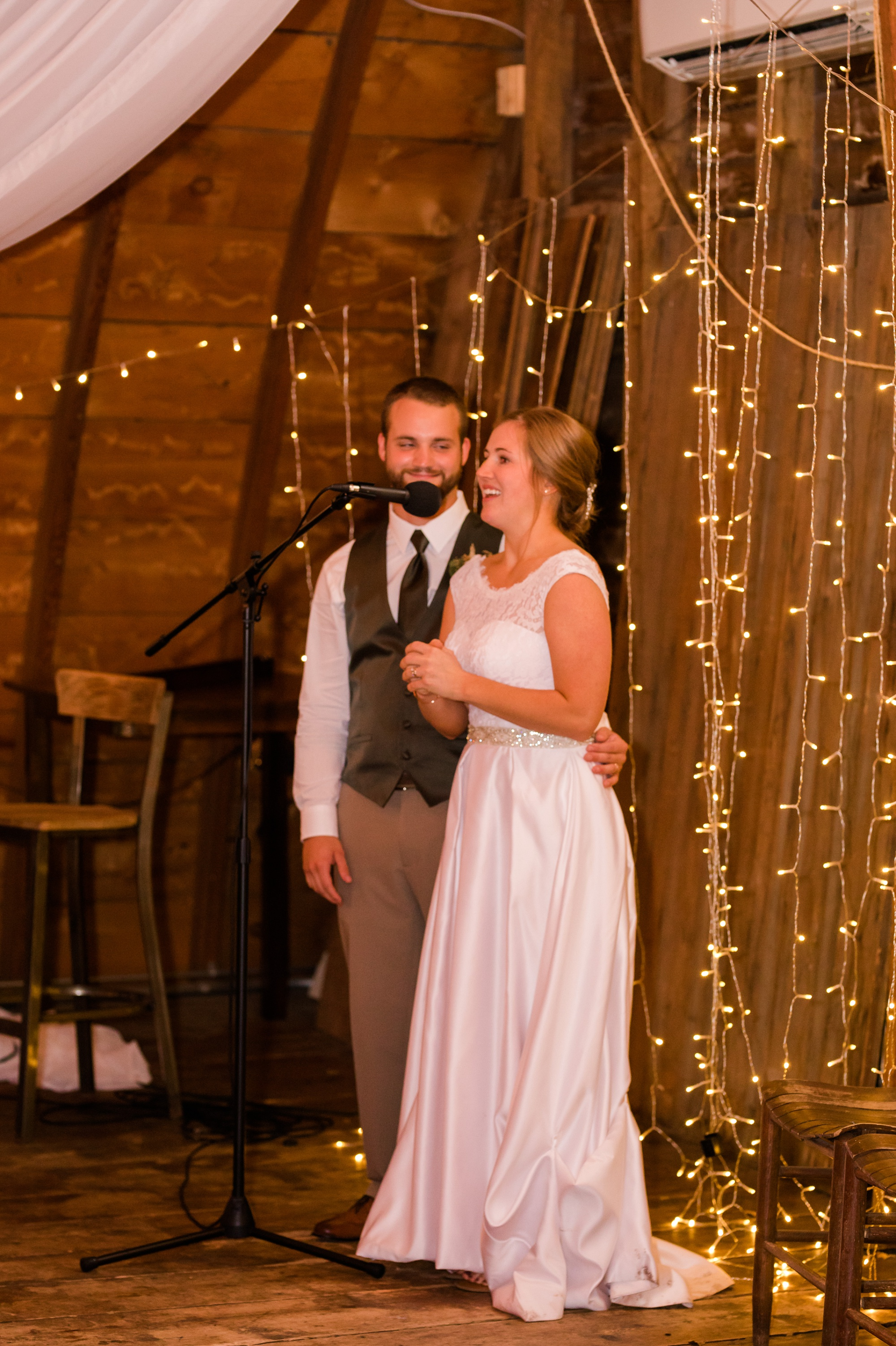 AmberLangerudPhotography_Fall, Barn At Dunvilla Wedding with outdoor ceremony_3363.jpg
