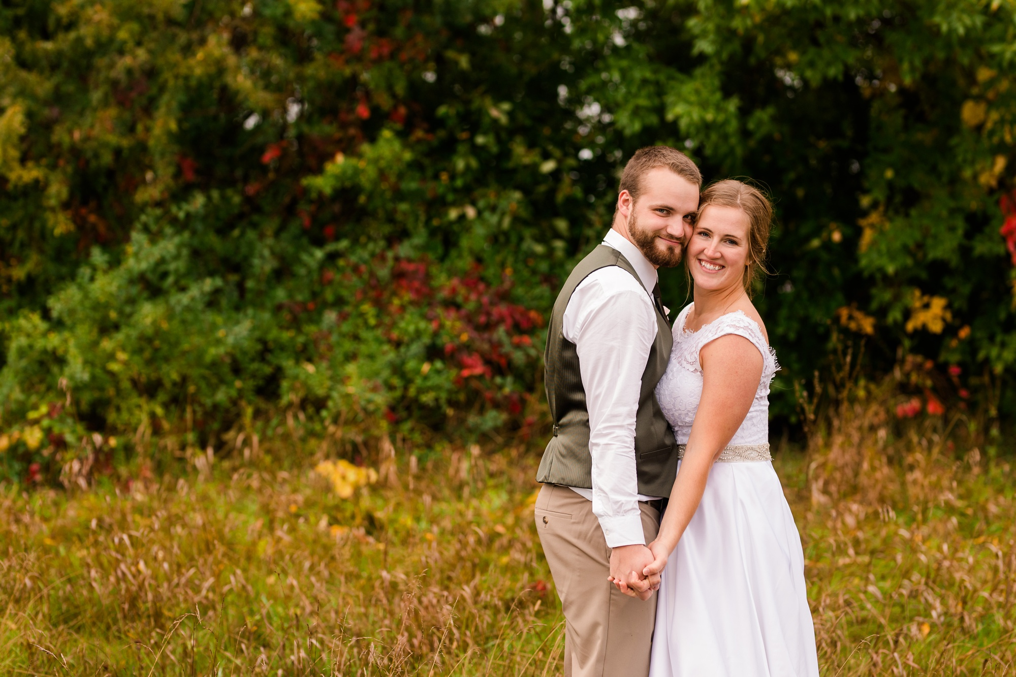 AmberLangerudPhotography_Fall, Barn At Dunvilla Wedding with outdoor ceremony_3375.jpg