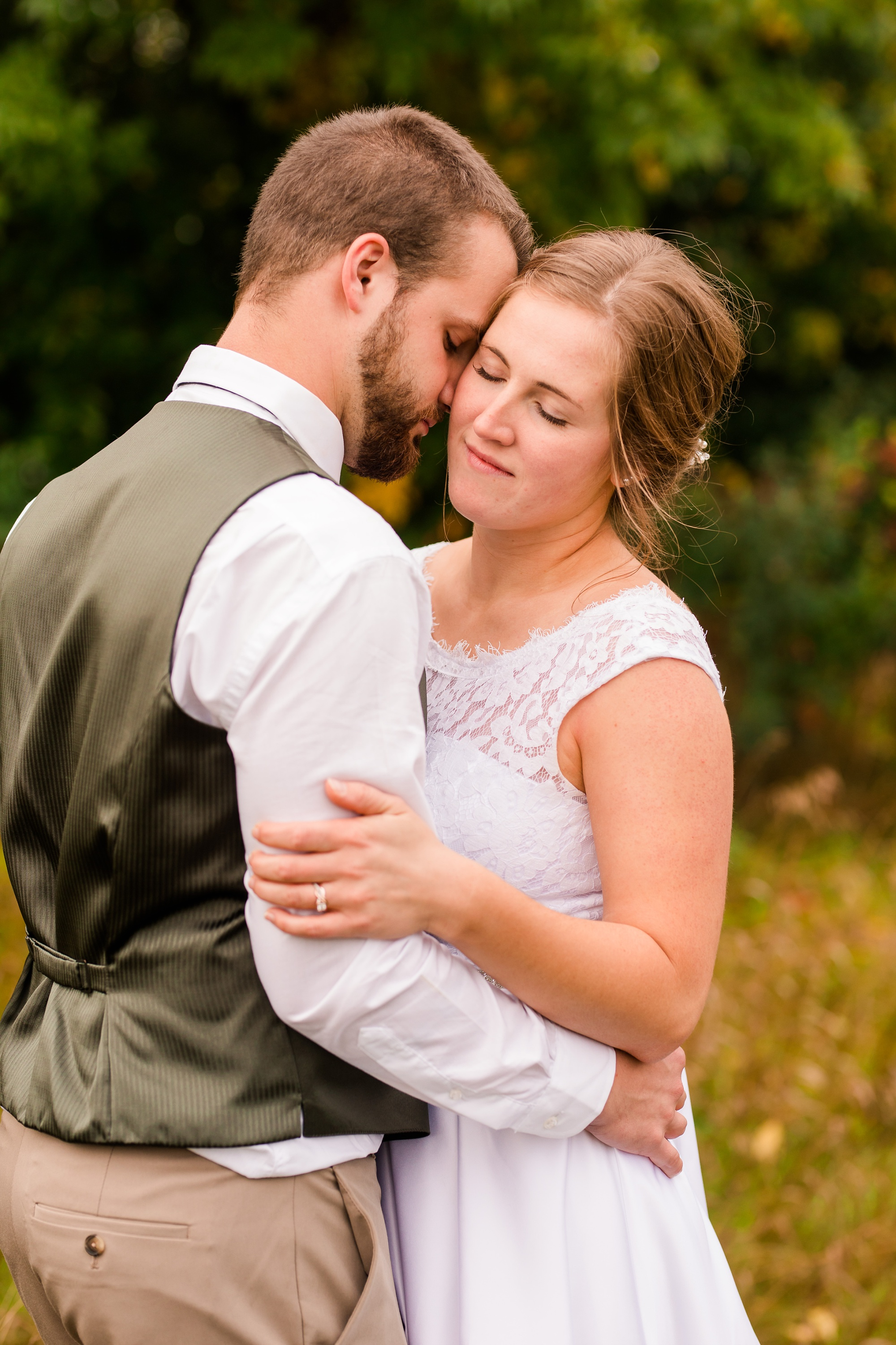 AmberLangerudPhotography_Fall, Barn At Dunvilla Wedding with outdoor ceremony_3376.jpg