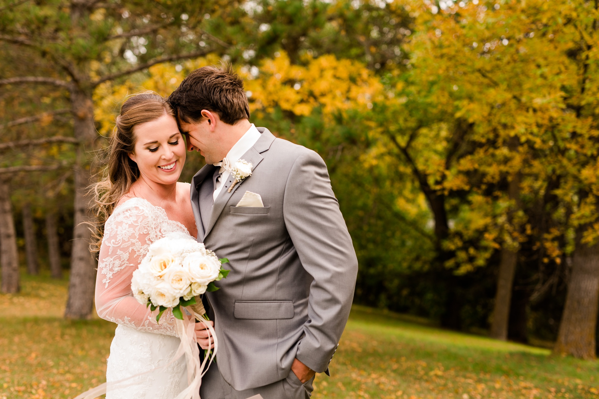 AmberLangerudPhotography_Fair Hills Resort Lakeside Wedding in Minnesota_3422.jpg