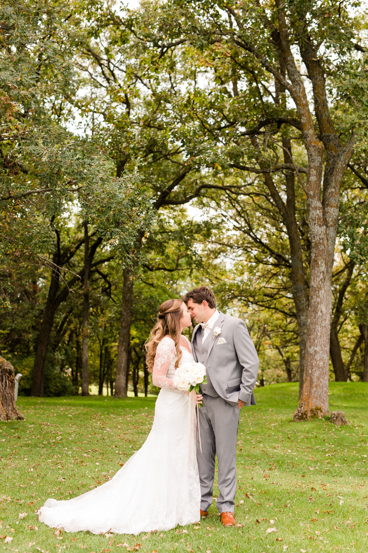 AmberLangerudPhotography_Fair Hills Resort Lakeside Wedding in Minnesota_3434.jpg
