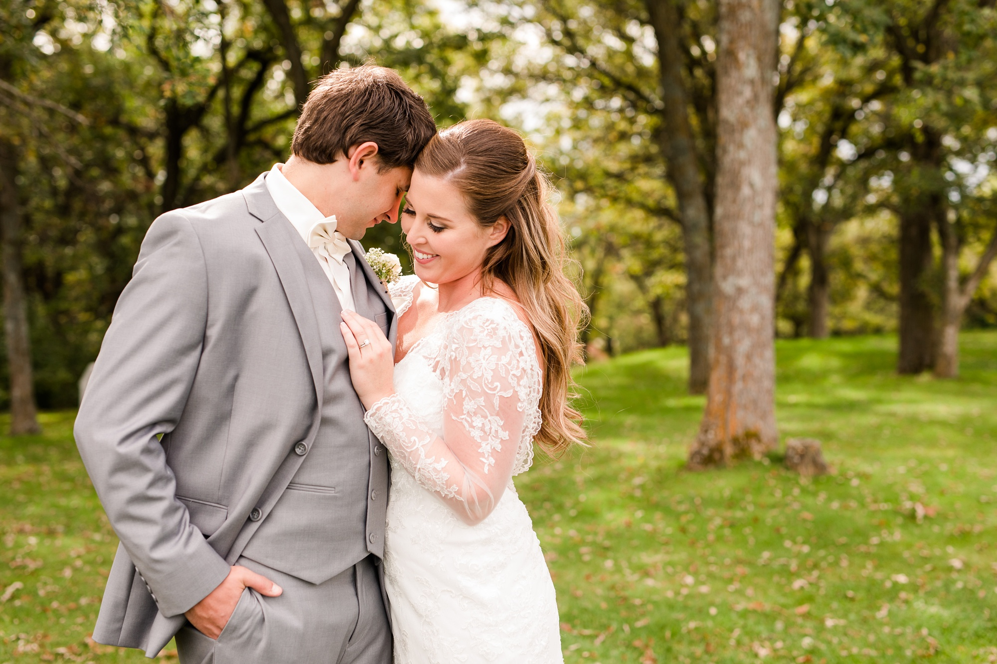AmberLangerudPhotography_Fair Hills Resort Lakeside Wedding in Minnesota_3436.jpg