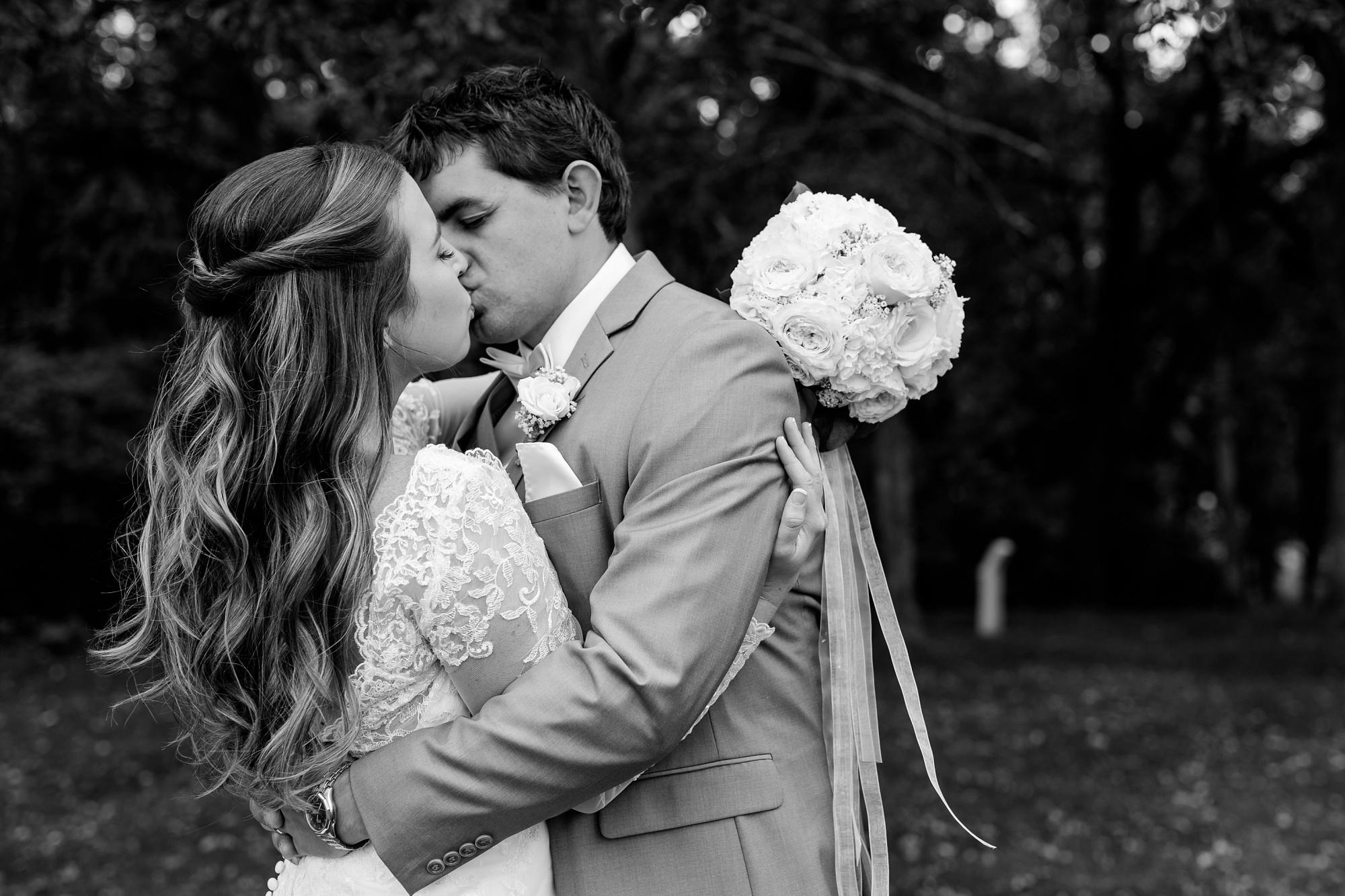 AmberLangerudPhotography_Fair Hills Resort Lakeside Wedding in Minnesota_3443.jpg