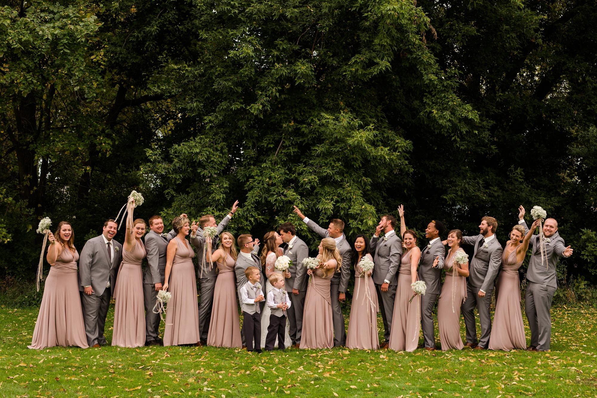 AmberLangerudPhotography_Fair Hills Resort Lakeside Wedding in Minnesota_3452.jpg