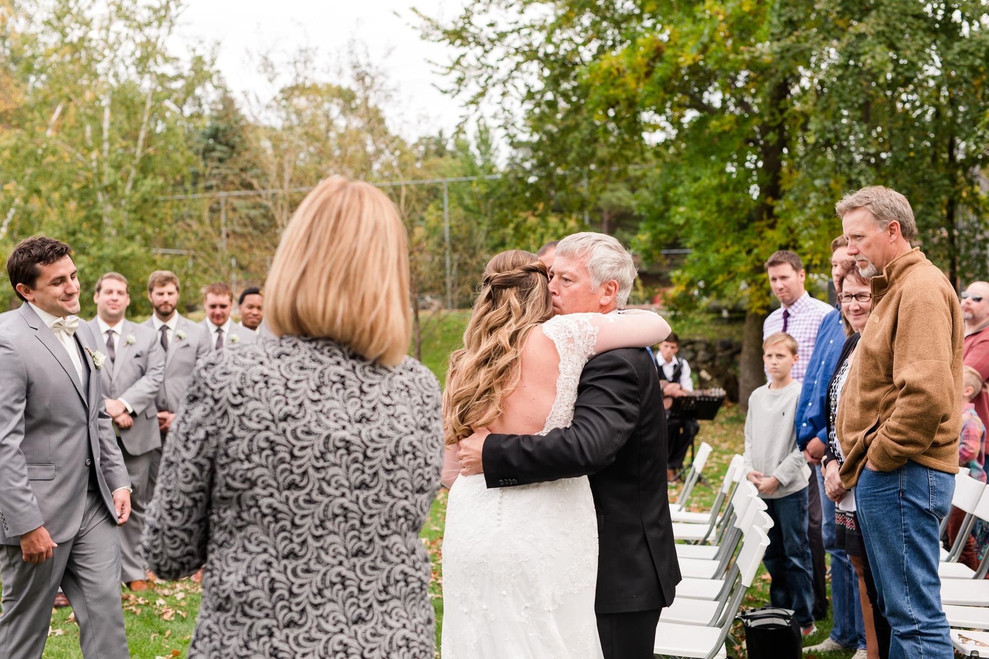 AmberLangerudPhotography_Fair Hills Resort Lakeside Wedding in Minnesota_3461.jpg